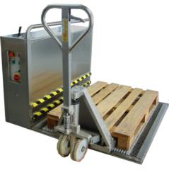 steel mat with oscillating brushes for sanitizing transpallet,pallet and carriege wheels